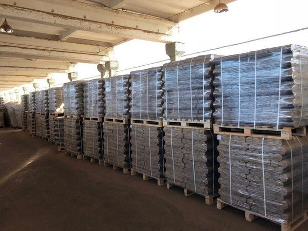 1008 kg Palette 100 % Eiche Holzbriketts zur Abholung in Breisach - Breisach - Verkaufe RUF Holz Briketts ab Lager auf Paletten je 1008 kg (126 X 8 kg Pakete) mit einer sehr geringen Restfeuchte von ca. 5% und hohem Energiegehalt von 5,5 kWh/kg.Sie brennen mit sehr wenig Asche und schönem Flammenbild, ohne Zusatzstoffe u - Breisach