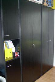 Büromöbel schwarz Schreibtisch Schränke und
