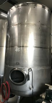 Großer Weintank mit 6600 Litern
