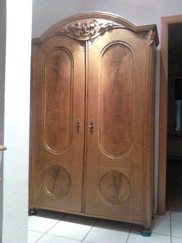 antike garderobe kaufen antike garderobe gebraucht. Black Bedroom Furniture Sets. Home Design Ideas