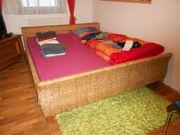 Rattan-Doppelbett mit