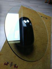 Glas-Couchtisch mit schwarzem Fuss