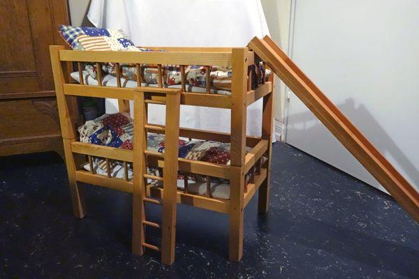 Etagenbett Für Puppenhaus : Puppen etagenbett wenig bespielt in heidelberg holzspielzeug
