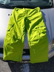 Schöne knallgrüne Skihose