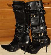 schwarze Stiefel mit