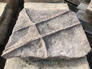Schöne historische Bodenplatten aus Sandstein