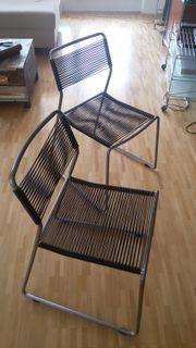 Zwei Stühle in
