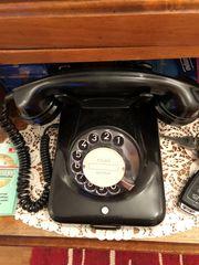 altes Schwarzes Telefon mit Wählscheibe