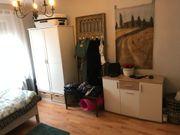 Möbl Zimmer in Frauen-WG zum