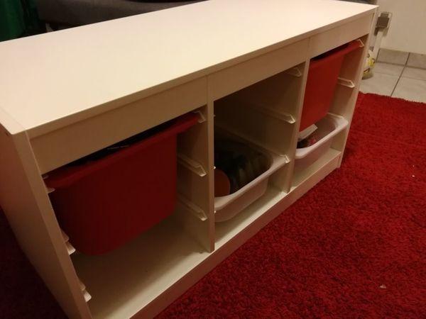 Kinderzimmer Regal mit Boxen ideal für schnelles Aufräumen ...
