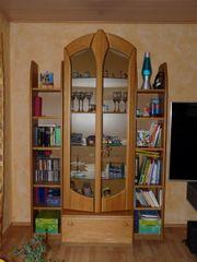 Glas-Vitrine mit Bücherregal